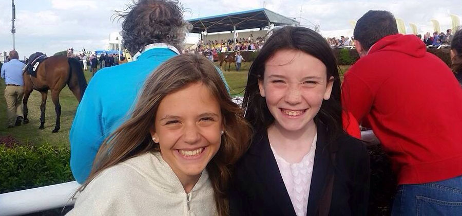 Nos encanta ver a Sofia y Abbie así de sonrientes!!