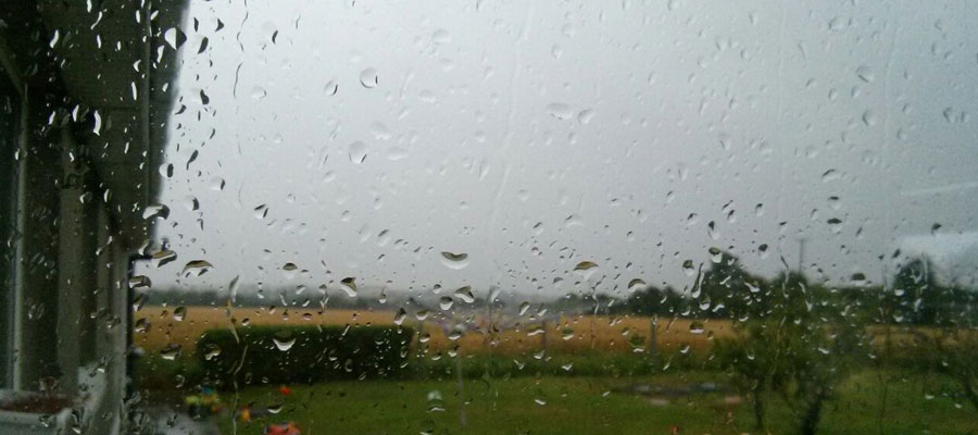 Hace un día horrible, mucha lluvia y viento... y eso no ayuda muchoen esto primeros días. Esperemos que enseguida cambie el tiempo y así podamos disfrutar más, pasar el día fuera, hacer planes...